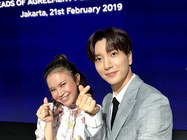 Bikin Iri, Rossa Bercanda hingga Selfie Pose 'Heart' Bareng Leeteuk Super Junior