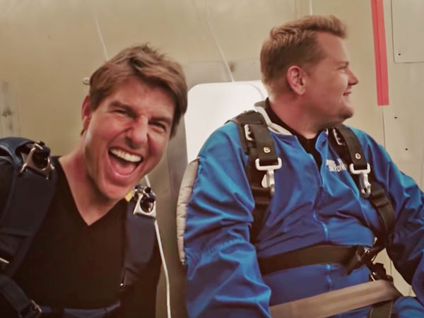 Kocak dan Serunya Tom Cruise 'Seret' Host Acara Talkshow Lakukan Skydiving!