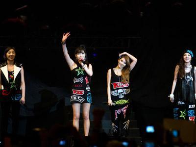 "Bos YG: ""Lagu 'Missing You' Buat Para Member 2NE1 dan Istriku Menangis"""