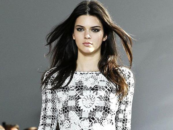 Kendall Jenner Debut di Runway New York Fashion Week S/S 2015!