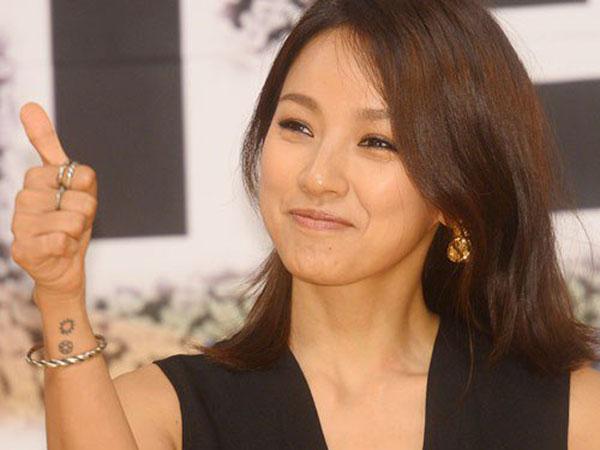 Wah, Lee Hyori Terlihat Asyik Berjualan di Pasar Kaget Pulau Jeju!