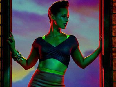 Alicia Keys Jadi Ibu dalam Video 'Girl on Fire'