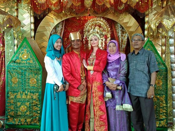 Minta Sumbangan Secara Online, Pernikahan Orang Padang dan Bule Inggris Ini Bikin Heboh