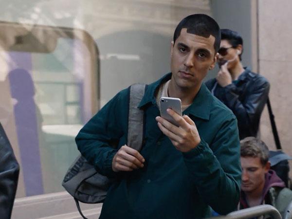 Menohok, Samsung Kembali Ejek Fanboy Apple Lewat Iklan Terbarunya