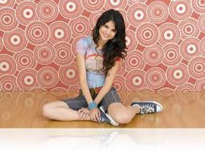 Film Baru, Selena Gomez Cium Lelaki Lain