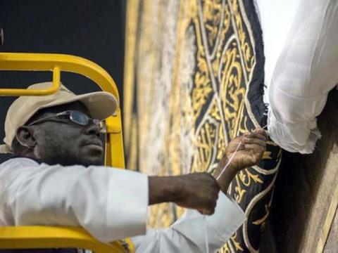 Alasan Kiswah Kakbah Selalu Digulung Tiap Musim Haji Dimulai