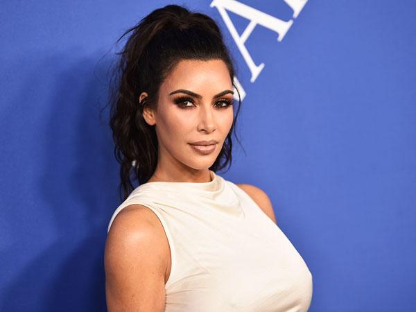 Hasil Pendapatan Endorse Kim Kardashian Melebihi Gaji Presiden Dalam Setahun!