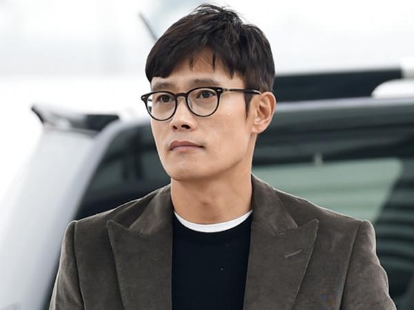 Tanpa Lee Min Jung, Lee Byung Hun Kembali ke Korea Untuk Hadiri Sidang Pemerasan