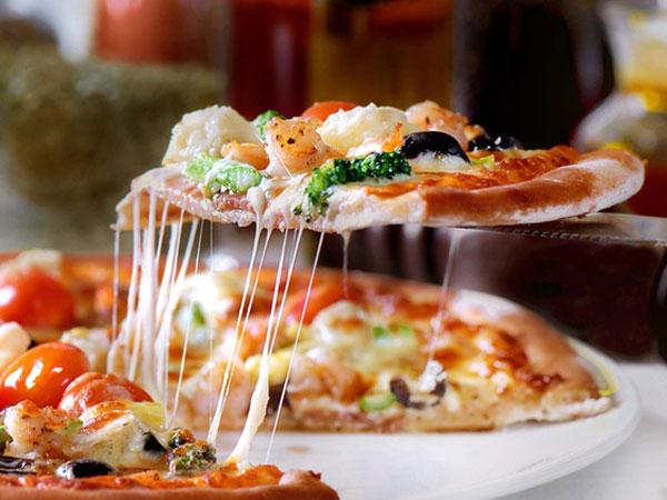 Nyam, Yuk Bersantap Pizza yang Berwarna Keunguan di Pizza Alvolo di Korsel Ini!