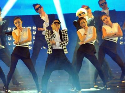 Wow, Lebih dari 150 Selebritis Korea Hadir di Konser 'Happening' Psy!