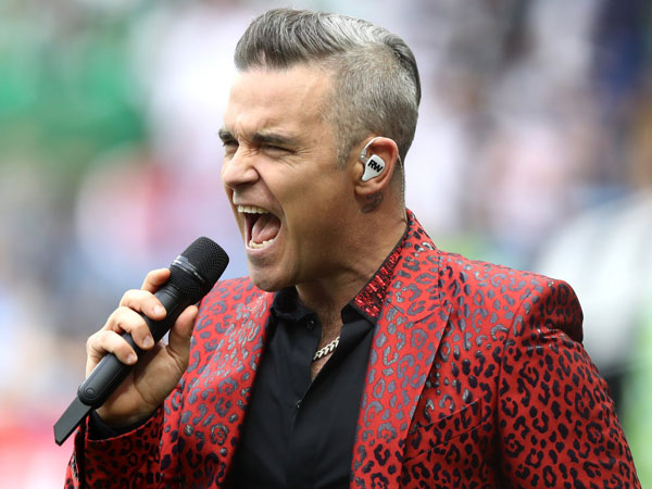52robbie-williams-piala-dunia.jpg