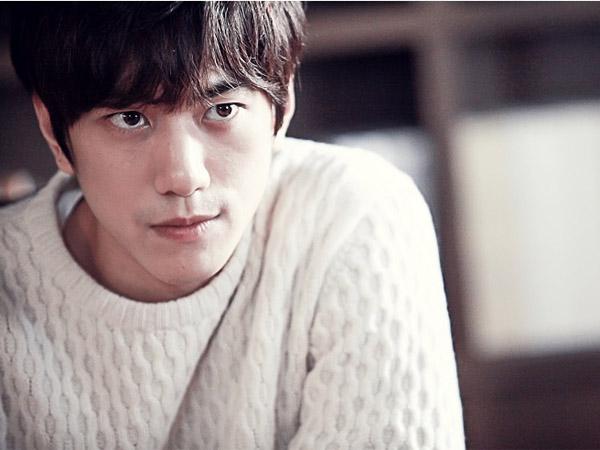 Usai Jinwoon 2AM, JTBC Tampilkan Kharisma Sung Joon di foto BTS Drama 'Madame Antoine'