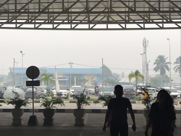 Kabut Asap Menebal, 30% Penerbangan Kalimantan Terpaksa Dibatalkan
