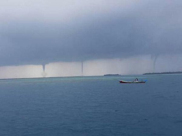 Tak Hanya Satu, Ini Penampakan Tornado Waterspout di Kepulauan Seribu yang Bikin Heboh