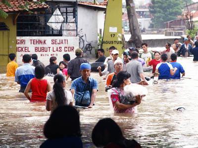 Hujan Deras, Banjir Kembali Menyapa Jakarta