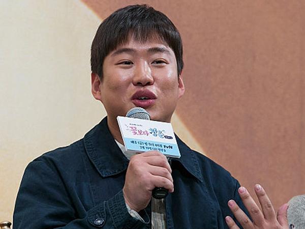 Kocaknya Saat Ahn Jae Hong Biarkan Celananya Robek Seharian di 'Youth Over Flowers'