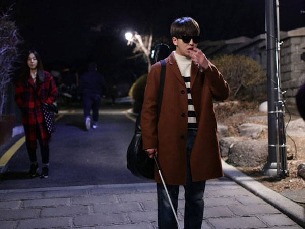 Sukses Perankan Karakter Tuna Netra, Baro B1A4 di 'Closed Eyes' Tuai Pujian Sutradara