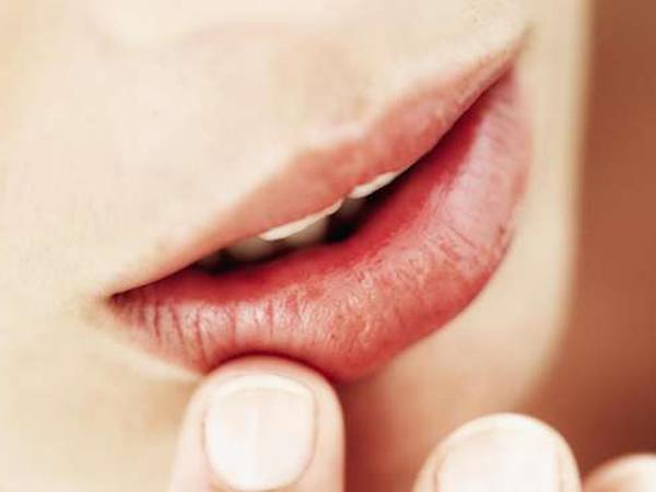 Bibir Kering Saat Puasa? Jangan Basahi dengan Air Liur!