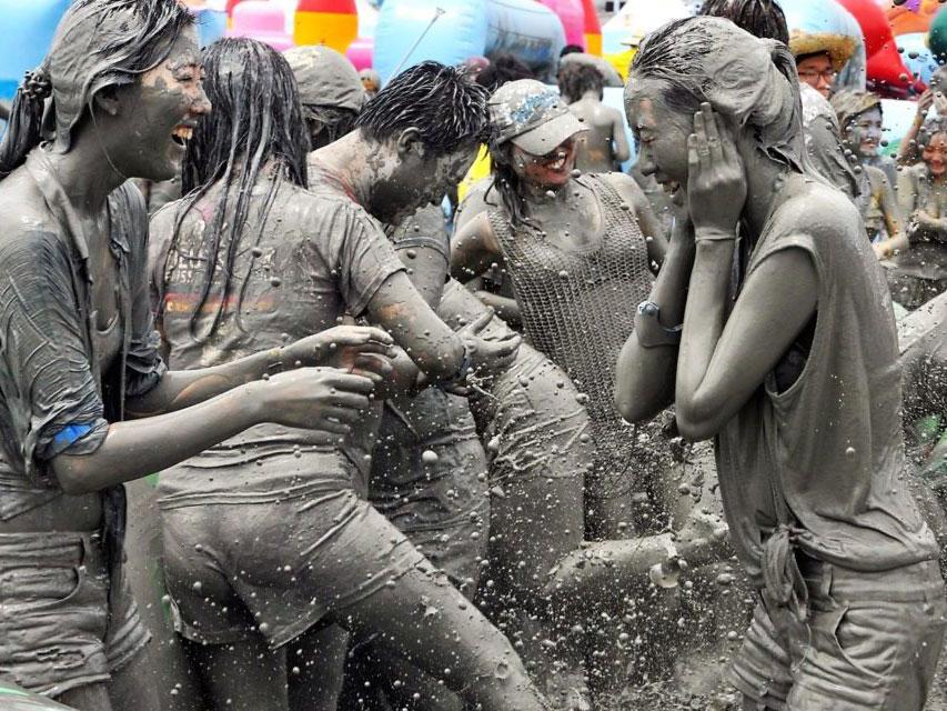 Serunya Bermain Lumpur 'Kecantikan' Di Boryeong Mud Festival