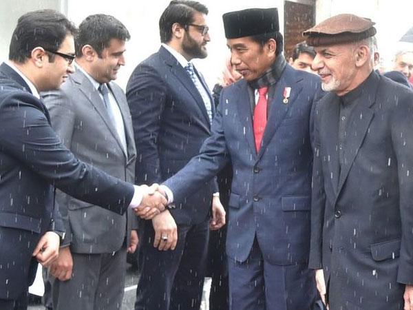 Presiden Jokowi Dihadiahi Medali Atas Aksi Berani Ke Afghanistan
