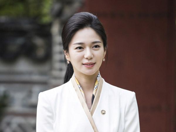 Lee Elijah Ungkap Rahasia Dibalik Adegan Ekstrim Disiram Semen di Drama 'The Last Empress'