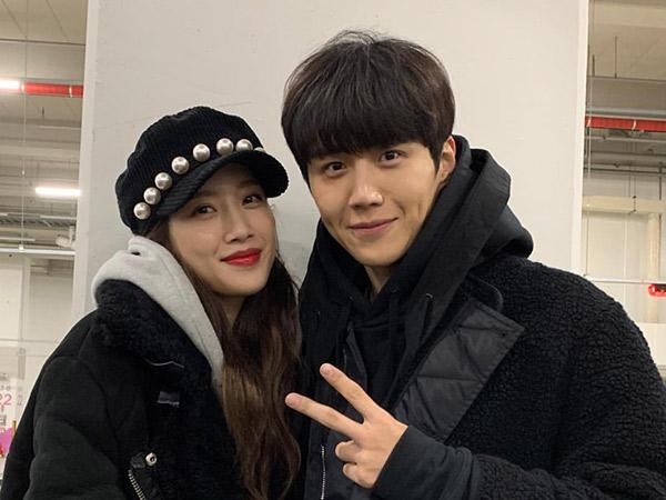 Moon Ga Young Kirim Dukungan untuk Kim Seon Ho ke Lokasi Syuting 'Start-Up'