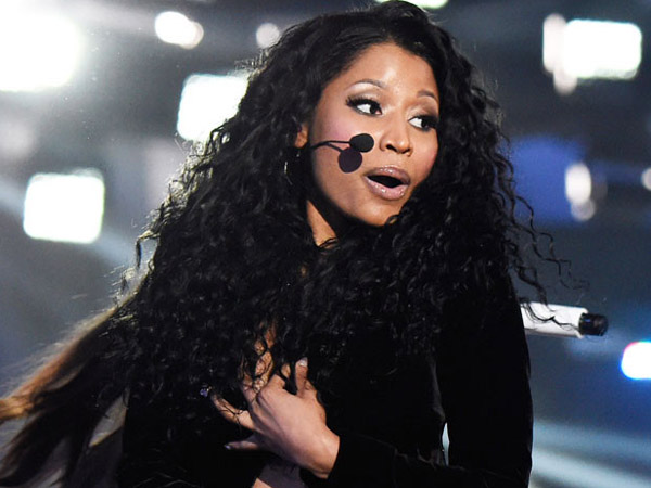 Ups, Wardrobe Malfunction yang Dialami Nicki Minaj di MTV VMA Ternyata Disengaja?