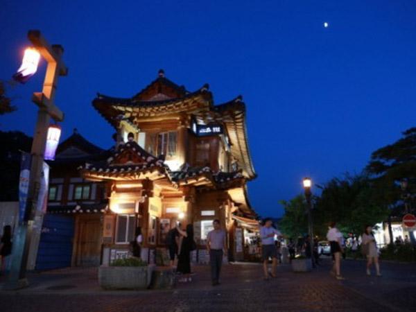 Mencoba Budaya 'Jalan Malam' Seru di Desa Jeonju Hanok Korea Selatan!