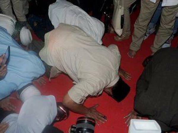 Prabowo Sujud Syukur Usai Klaim Menang Pilpres dengan Suara 62 Persen