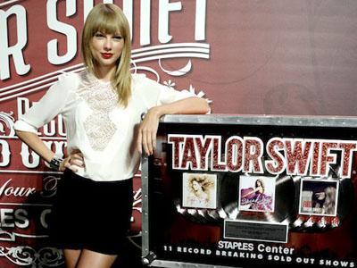 Wow, Taylor Swift Pecahkan Rekor Konser Terlaris di Staples Center!