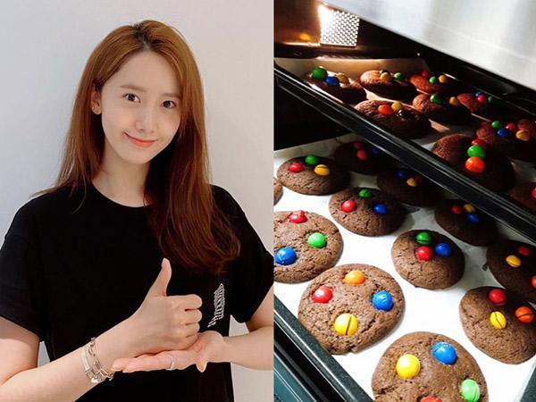 Masih Di Rumah Aja, Coba Buat Chocolate Cookies M&M Ala YoonA SNSD