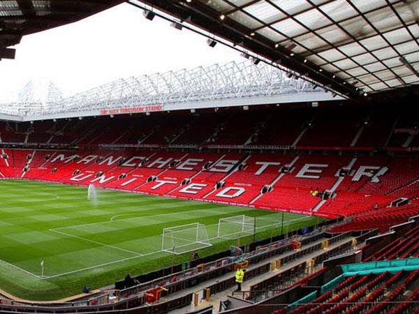 Tetap Berpromosi dengan Foto Old Trafford, Benarkah UEFA Ledek Manchester United?