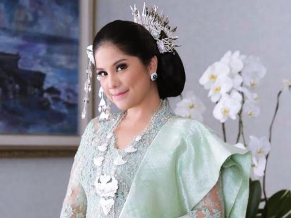 Merupakan Kenang-kenangan dari Ani Yudhoyono, Cantiknya Busana Annisa Pohan Ketika Menghadiri Upacara di Istana