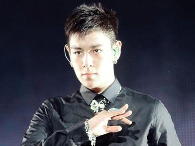 Fan Service T.O.P Big Bang di Konser YG Family Hebohkan Netizen