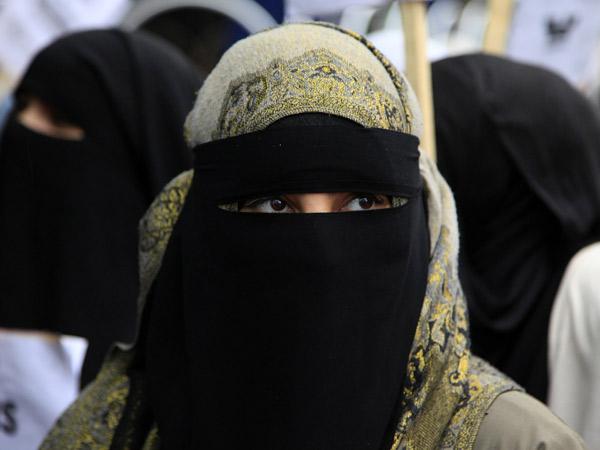ISIS Larang Pakaian Serba Tertutup Secara Tiba-Tiba, Ada Apa?