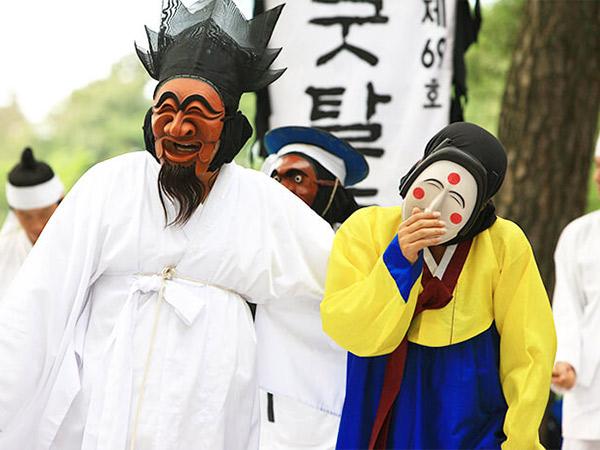 Serunya Festival Tari Topeng Andong di Korea Khas Musim Gugur
