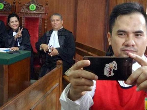 Selfie di Tengah Sidang, Media Asing Salah Beritakan Aksi Saipul Jamil