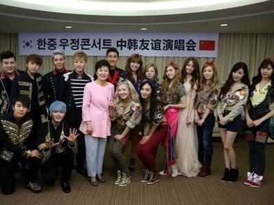 Konser di China, SuJu dan SNSD Foto Bareng Presiden Korea!