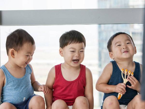 Happy Birthday Song Triplets! Song Il Gook Unggah Foto Gemas Daehan, Minguk, Manse!