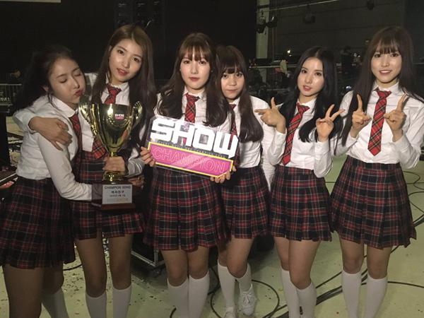 Lagu 'Rough' Sukses Buat GFriend Sapu Bersih Chart dan Program Musik!