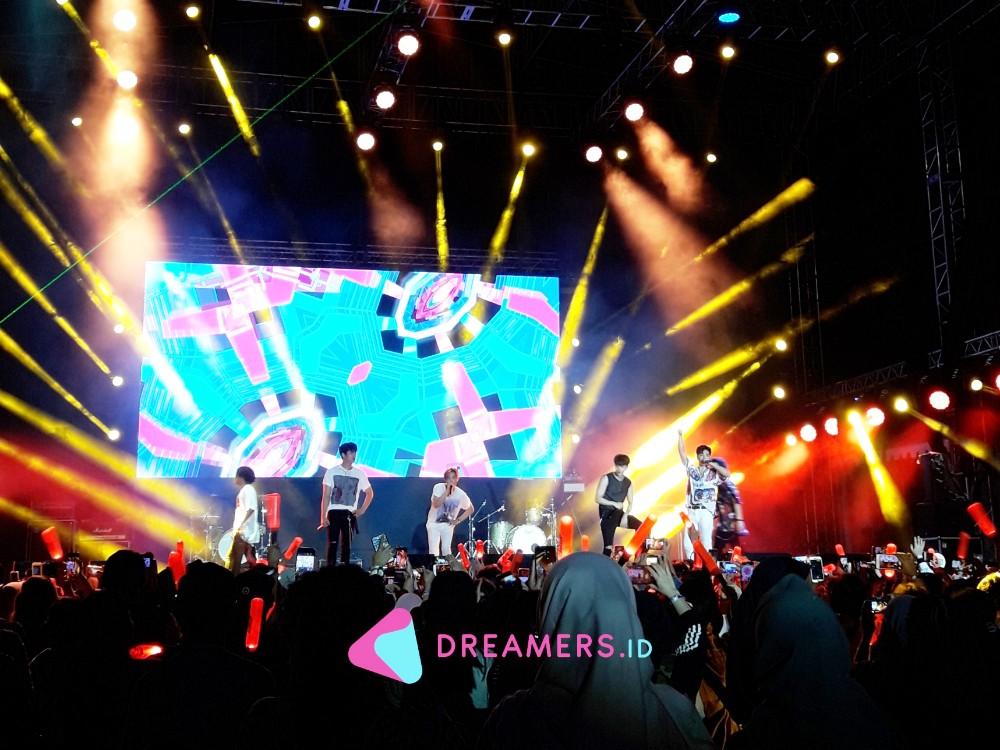 Sukses Puaskan Fans, iKON Nggak Mau Turun Panggung GUDFEST 2019