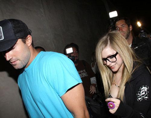 Avril Lavigne Babak Belur Berkelahi Di Klub Malam