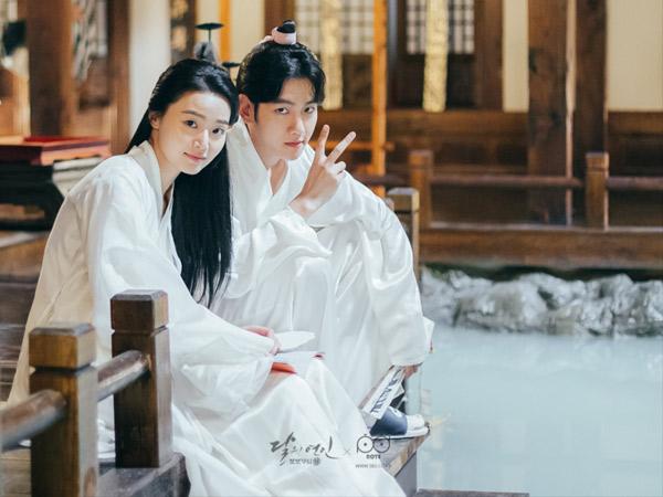 Manisnya Baekhyun EXO dan Z.Hera dalam Foto-foto di Balik Layar Drama 'Scarlet Heart'