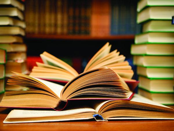 Rayakan Hari Buku Nasional, PT KAI Commuter Jabodetabek Berikan Buku Gratis Untuk Pengguna KRL