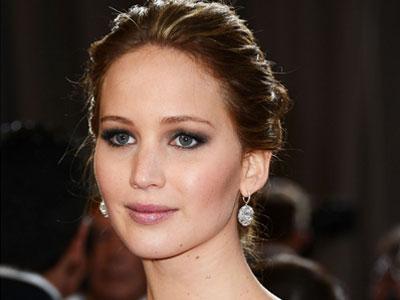 Ups! Jennifer Lawrence Terjatuh Dipanggung Academy Awards