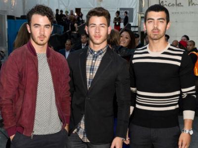 Jonas Brothers Resmi Bubar Sebagai Band!