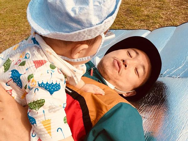 Kang Gary Bagikan Foto Lucu Piknik Bareng Putra Kecilnya, Gemas!