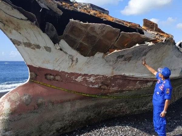 Misteriusnya Penampakan Kapal yang Terdampar di Bali