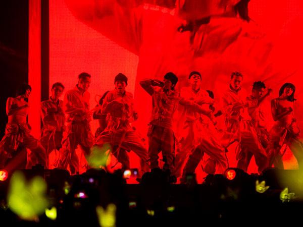 G-Dragon Buat Heboh Saat Turun Panggung di Konser 'Act III M.O.T.T.E in Jakarta'