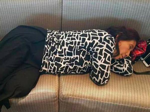 Heboh Menteri Susi Kembali Jadi Viral Karena Kedapatan Tidur di Bandara JFK Amerika